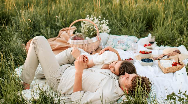 romantic picnic date ideas plan the perfect first date