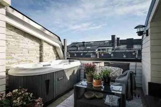 Balcony Jacuzzi 15 600x400 1 Backyard Transformation Ideas