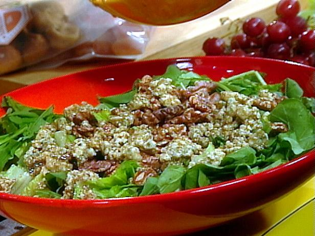 Walnut Salad with Bleu Cheese and Balsamic Vinagrette