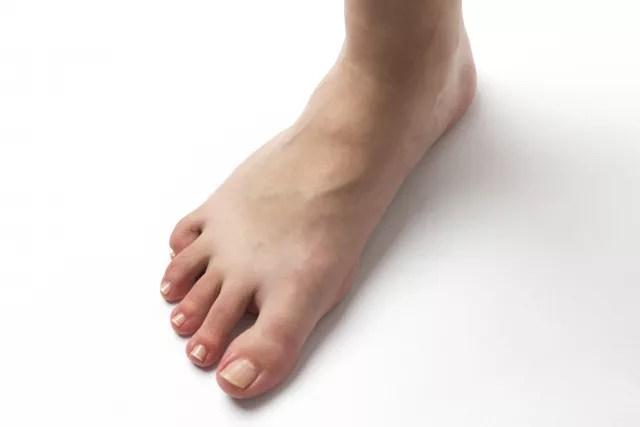 足の甲が痛む