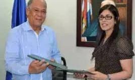 Diná Llaverías explica que foto junto a Rivas fue en firma de acuerdo