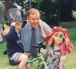 50 years of Green Days 1997 Richard Briers with fancy hat contestants