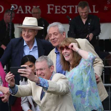 Torin Douglas MBE Gavin Campbell, Jeremy Vine and Phyllis Logan in group selfie, Green Days 2016