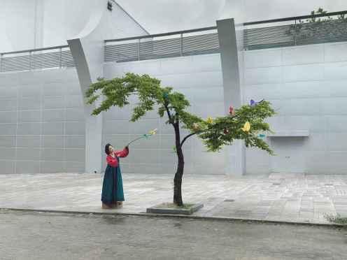 Korea, Ikebana - Julia Fullerton-Batten