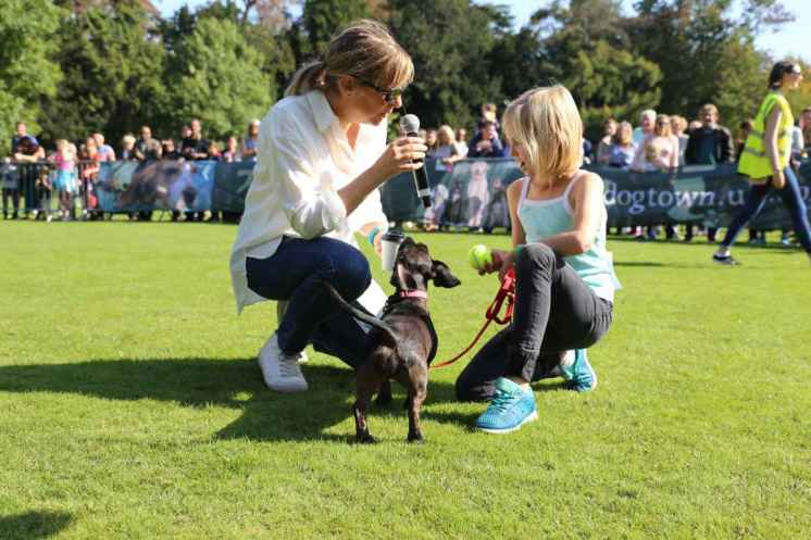 Mel Giedroyc judging Best Young Handler__web