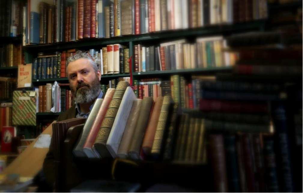 Steven Foster in book shop (1)