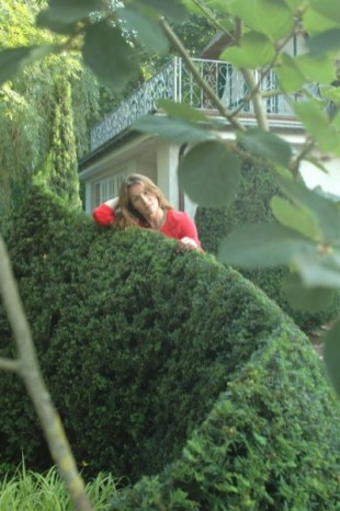 Aila-with-abstract-topiary_web 2