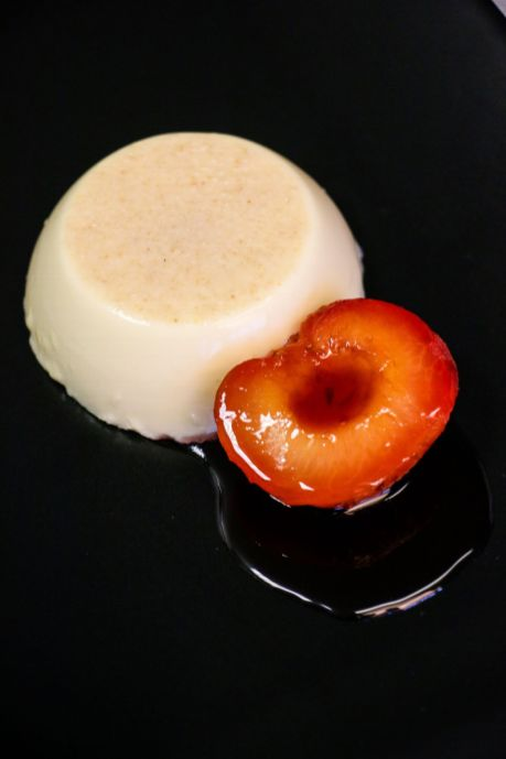 Almond pannacotta with poached plums_web
