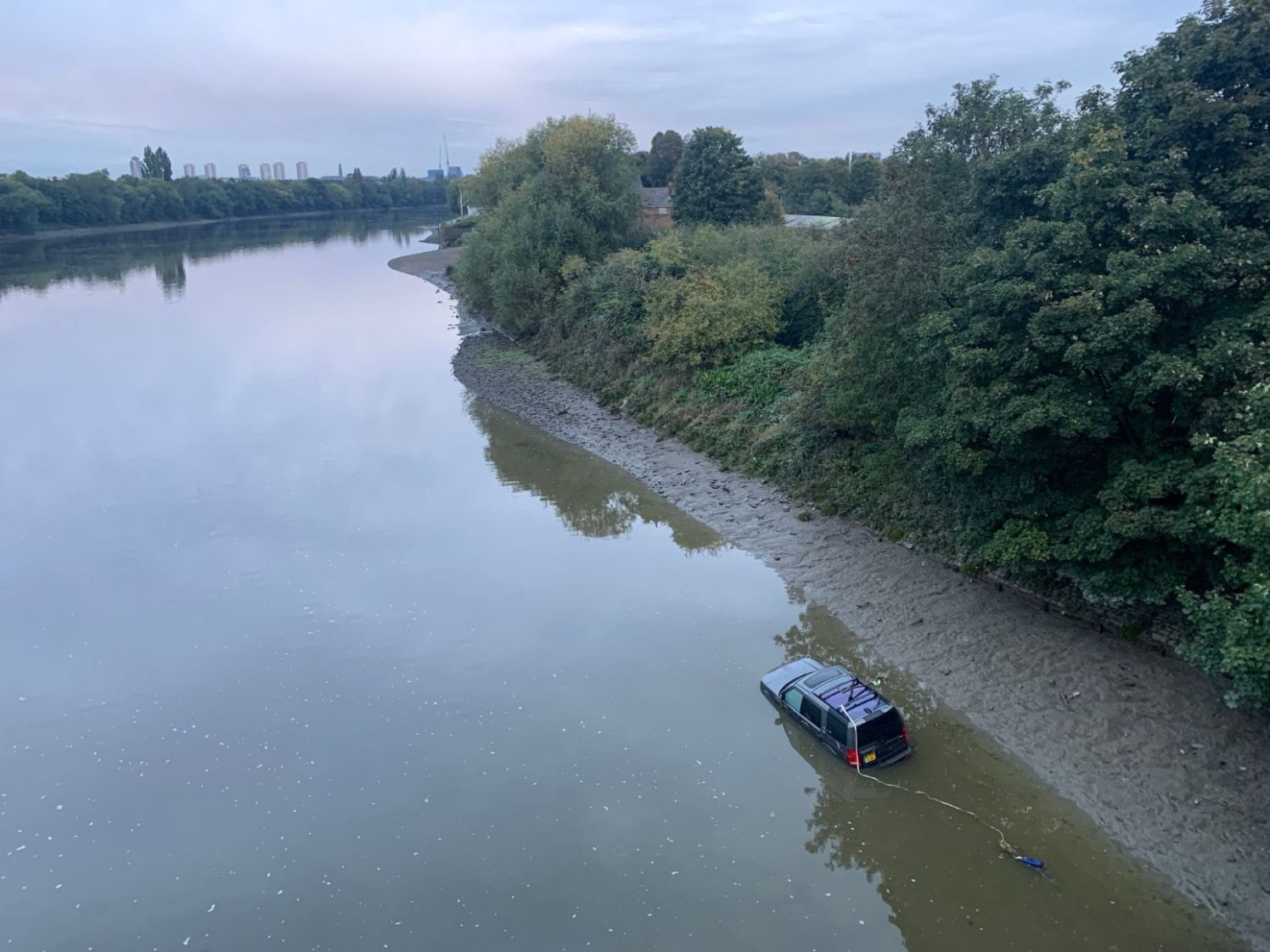 Car in the river by Chiswick Bridge 2_web