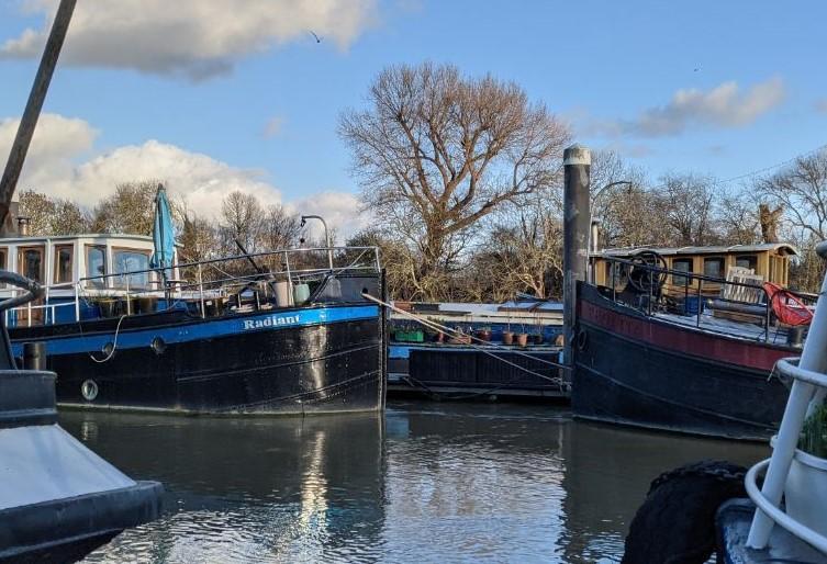 Houseboats 5 - Radiant & Regatta between the gap - Joanna Raikes