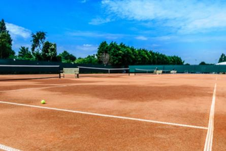 Dukes Meadows tennis court