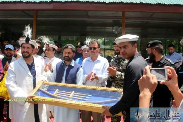 dpo chitral presenting sovinior to cricter yasir