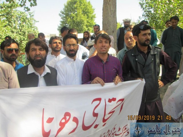 women protest against lake of facility at THQ Hospital booni chitral 6