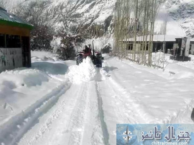 upper chitral snow fall and road clearence 2