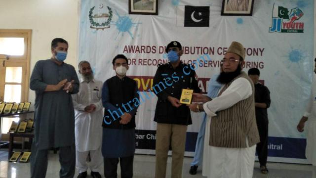 mna chitrali distributes awards among covid19 front line persons1