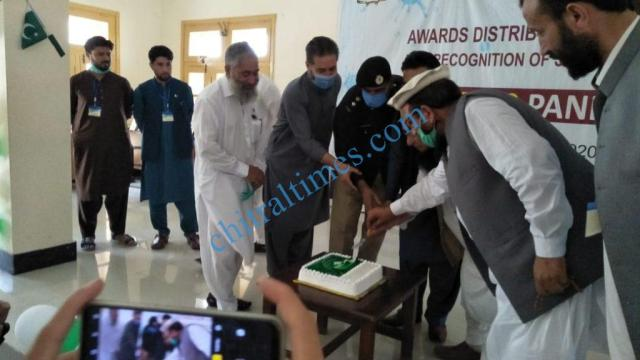 mna chitrali distributes awards among covid19 front line persons3