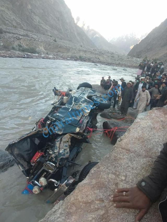 chitral a vehicle plunged into river in Yarkhoon valley while crossing Onawoch bridge resulting nine persons died including two women. pic by Saif ur Rehman Aziz 8