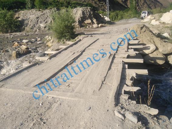 chitraltimes garamchashma bridges damages 1