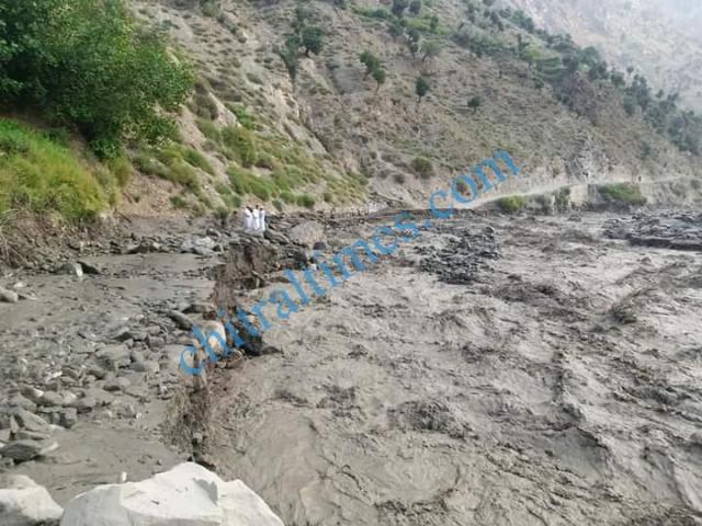 chitraltimes river flow shishikoh road blocked