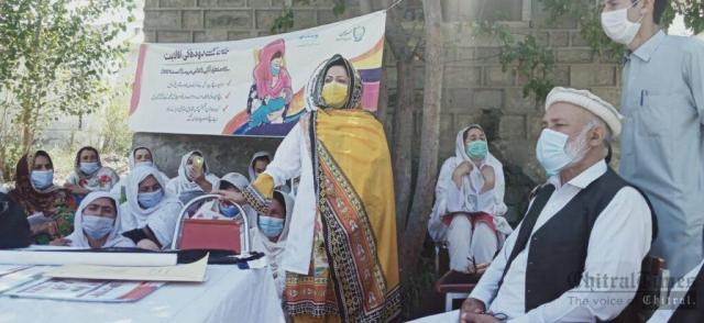 chitraltimes mother breast feeding day upper chitral4