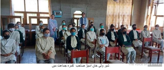 chitraltimes inayatullah aseer visit hunza aks school 2