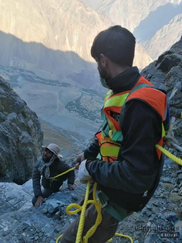 chitraltimes rescue 1122 rescued a man in laspur upper chitral3