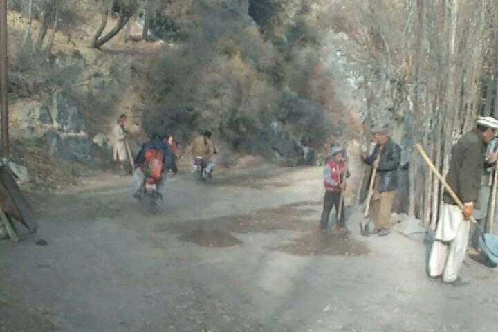 Ismaili volunteers star repairing road in upper chitral