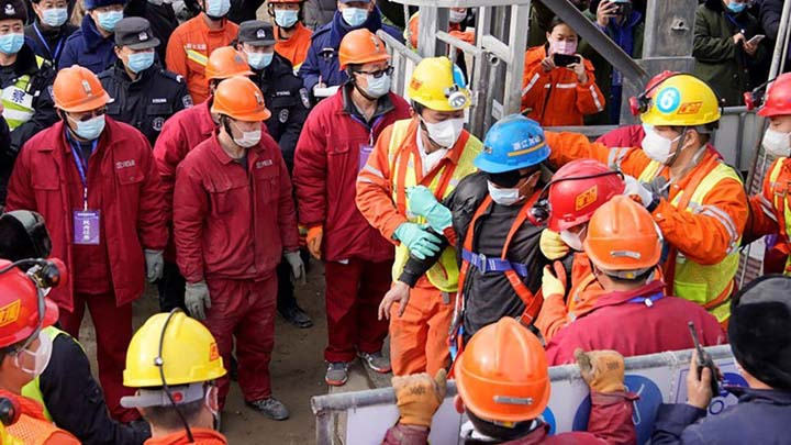 11 pulled out alive in China mine rescue