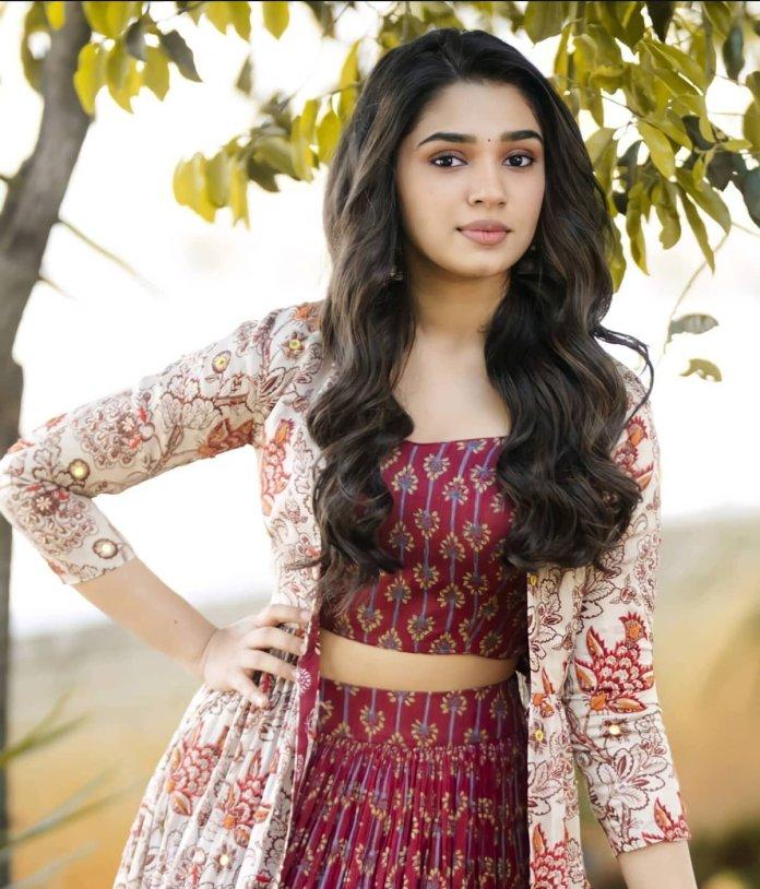 Krithi Shetty latest hot images and navel photos