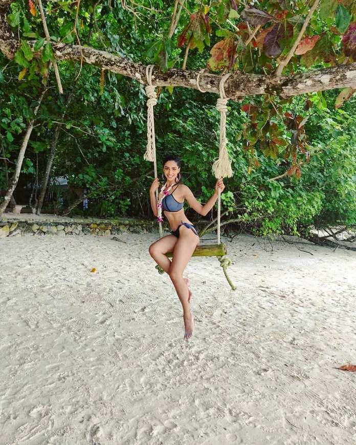 Meenakshii Chaudhary bikini images and stills
