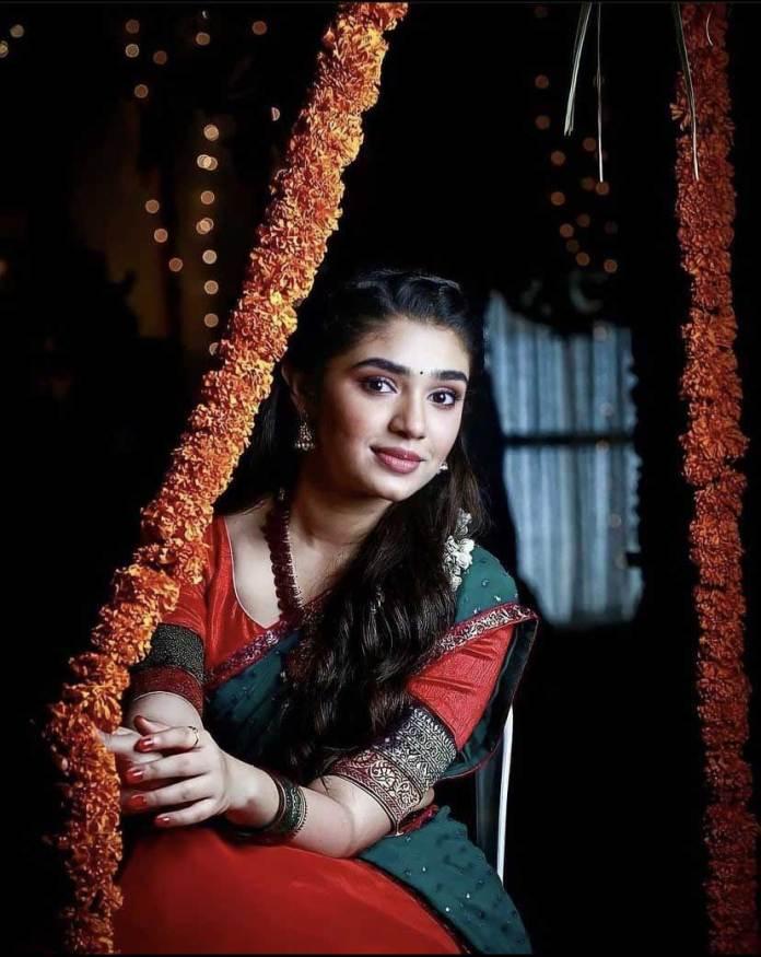 krithi shetty saree and navel photos