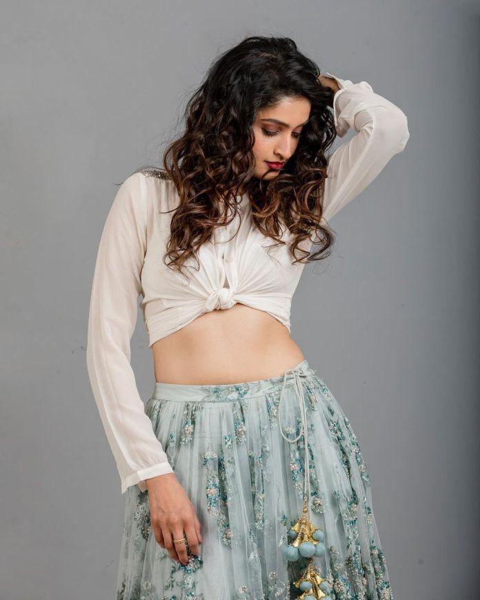 Tanya Ravichandran sexy images and stills