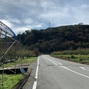 韮崎南アルプス中央線すぐ西側の農園風景ロード