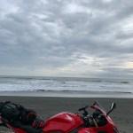 スケールの大きい九十九里の砂浜にてwith CBR650R