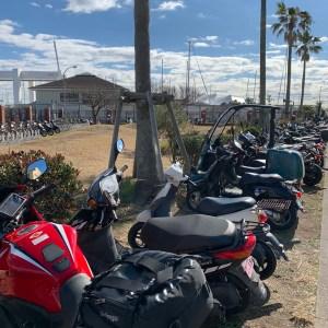 江の島西緑地駐輪スペースにてwith CBR650R