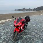 岩井海岸の石のステージにてwith CBR650R