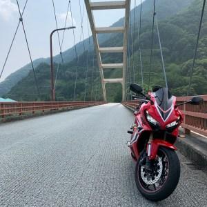 r610鹿鳴峡大橋にてwith CBR650R