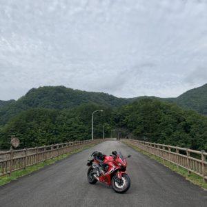 牧尾ダム上から御岳湖を望むwith CBR650R②