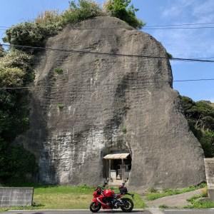 外房の名も無き一枚岩とCBR650R