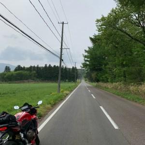 堀川ダム手前のストレートロードにてwith CBR650R