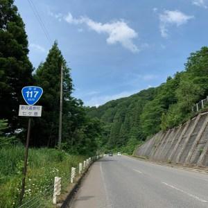 長野県飯山市の千曲川沿いを走るR117にて