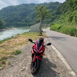 長野飯山市千曲川沿いを走るr408にてwith CBR650R