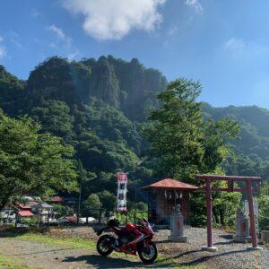 密岩神社からの岩櫃山の絶景