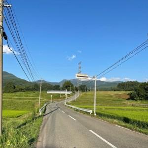 蔵王温泉へ標高を上げる棚田のロード風景にて