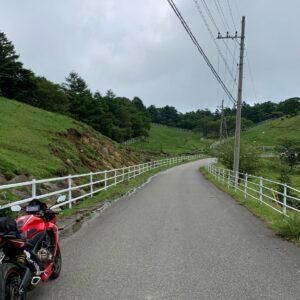 いきなり視界が開けた前日光牧場の風景with CBR650R