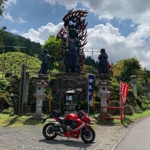 金剛山瑞峯寺の三体の金剛さまwith CBR650R