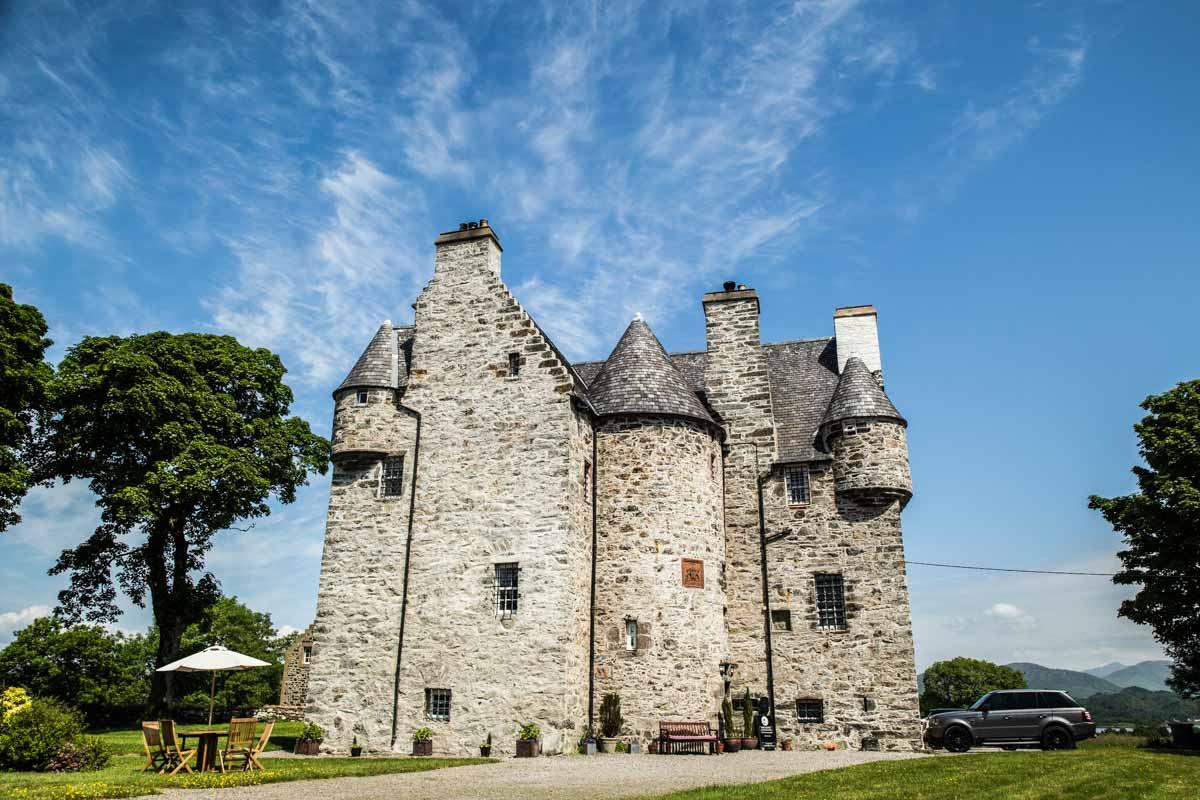 West coast of Scotland castle wedding venue. Barcaldine Castle wedding photographer Oban