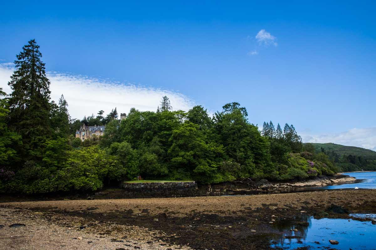 Stonefield Castle wedding photography. Castle wedding venue on the west coast of Scotland. Glasgow wedding photographer.