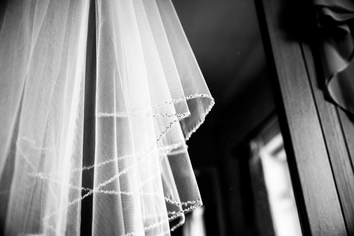Wedding veil. Scotland wedding photographer. Scotland wedding veil.