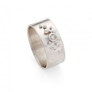 sterling silver band with cubic zirconia and granulation detail £180